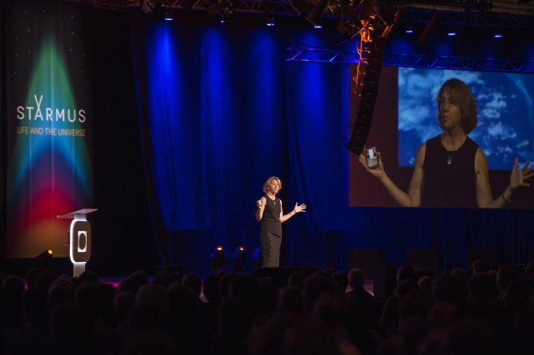 Sandra Magnus podczas wykładu na festiwalu Starmus
