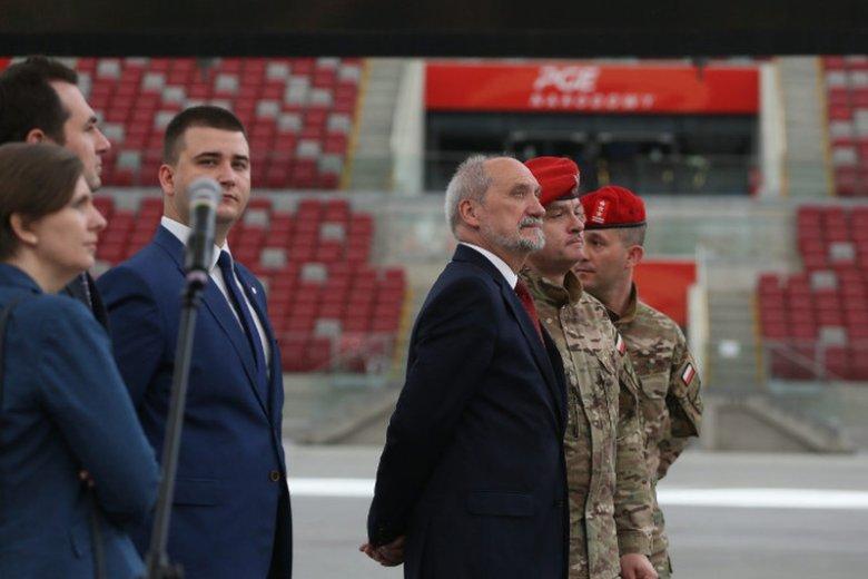 Minister obrony narodowej Antonii Macierewicz podczas pokazu wyszkolenia Oddziału Specjalnego Żandarmerii Wojskowej