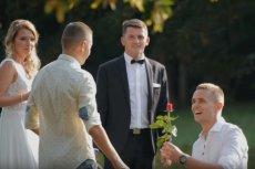 Dawid i Jakub nagrywali ukryta kamerą reakcje przechodniów na gejowskie oświadczyny w miejscu publicznym.