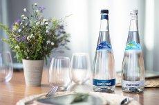 Żywiec Zdrój wprowadził właśnie na rynek krystaliczną górską wodę źródlaną w pięknych, szklanych butelkach. Produkt dostępny jest w 2 wariantach - niegazowanym i gazowanym