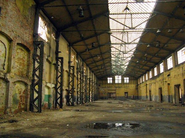 Zakłady Naprawcze Taboru Kolejowego w Lubaniu, działające od 1868 do 2000 roku.