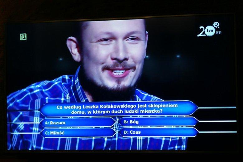 """Remigiusz Skubisz dotarł do pytania o milion złotych w teleturnieju """"Milionerzy""""."""