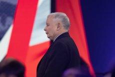 """Dziennikarz """"Frankfurter Allgemeine Zeitung"""" porównuje Jarosława Kaczyńskiego do Józefa Piłsudskiego. Pisze, że obaj przyczynili się do stworzenia demokracji parlamentarnej, ale także obaj szybko się do niej zrazili."""