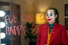 Joaquin Phoenix jako Joker po raz kolejny udowodnia, że jest jednym z najlepszych współczesnych aktorów. Zasługuje na każdą nagrodę i wyróżnienie