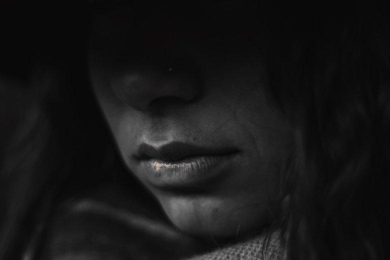 """Książka """"Anonimowa dziewczyna"""" to thriller psychologiczny, którego fabuła nadaje się na film"""