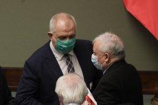 """Kaczyński zagroził Sasinowi dymisją? """"Wprost"""" ujawnia kulisy przygotowań do wyborów."""
