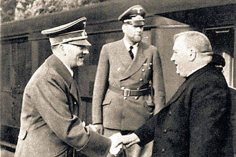 Przyjacielski uścisk dłoni między Hitlerem a ks. Tiso.
