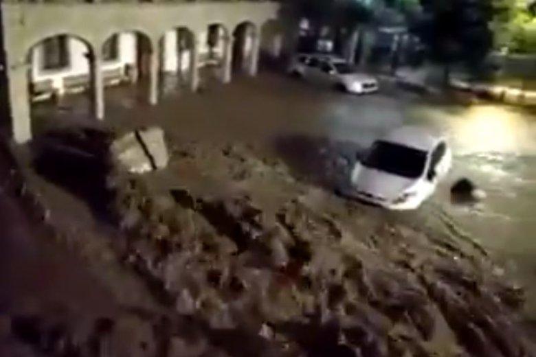 W powodzi na Majorce zginęło już co najmniej 10 osób.