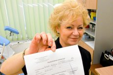 """Krystyna Backiel, szefowa Fundacji """"Teraz Kobiety"""". Zdjęcie z 2011 r., gdy zachęcała panie do regularnego wykonywania badań cytologicznych."""