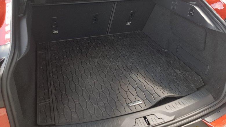 Duży bagażnik z płaską podłogą –to wcale nie jest standard wśród elektryków.