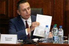 Poseł PO Krzysztof Brejza złożył na policji zawiadomienie o próbie zabójstwa jego rodziny. Chodzi o pożar przy kamienicy, w której mieszka. Ale czy wezwano do niego straż?