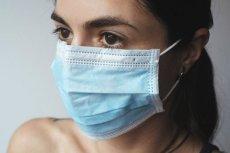 Naukowcy odkryli, że maseczki bawełniane i chirurgiczne nie są skuteczne w obronie przed koronawirusem.