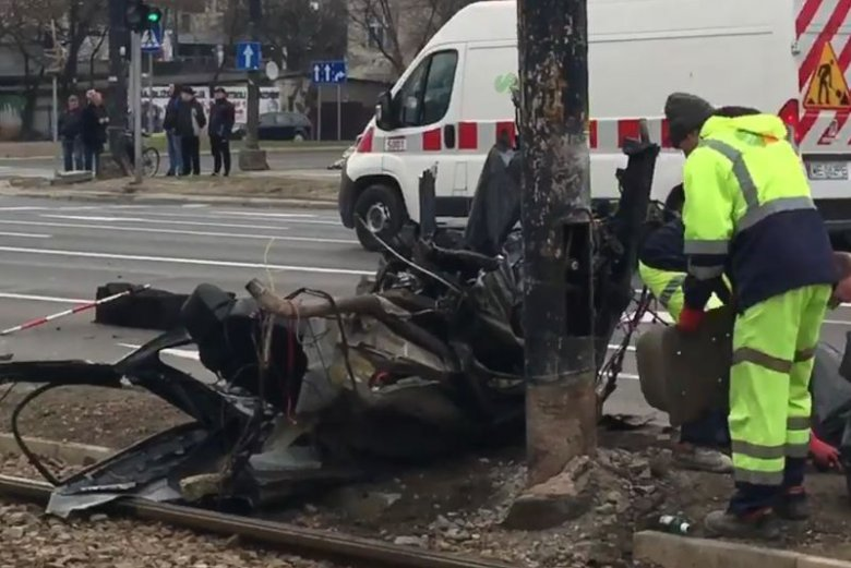 Na zbiegu ulicy Puławskiej i alei Wilanowskiej w Warszawie doszło do śmiertelnego wypadku.
