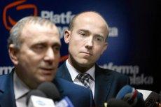 To pokazuje, że szef PO przywództwa łatwo nie odda. Po sondażu, że wyborcy woleliby Budkę, Schetyna wezwał byłego ministra sprawiedliwości na dywanik. Na zdjęciu – obaj politycy na konferencji w Gliwicach.