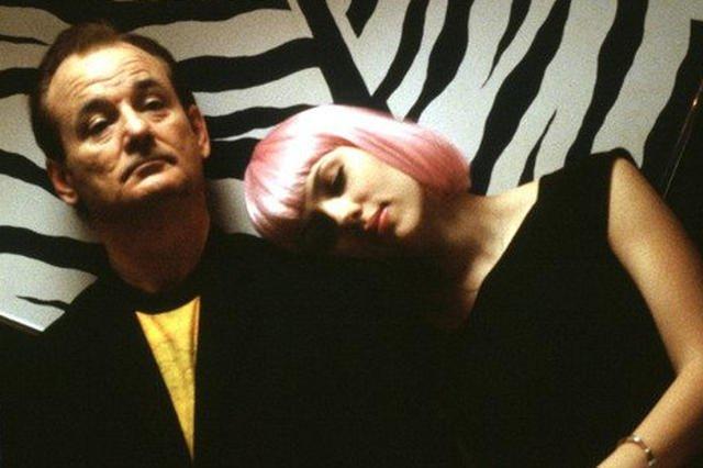Podstarzały aktor i młoda dziewczyna nawiązują romans. W rolach głównych: Bill Murray i Scarlett Johanson.