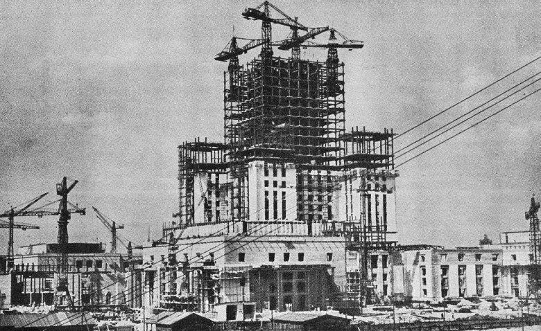 Budowa Pałacu Kultury i Nauki, 1954 rok
