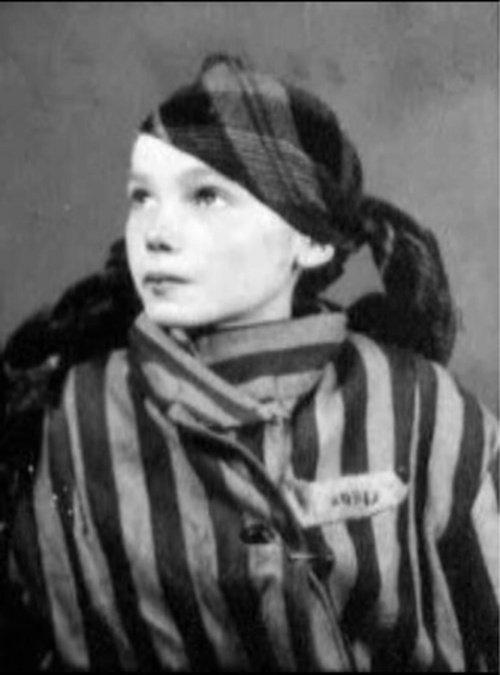 Czesława Kwoka, dziecko Zamojszczyzny. Zginęła w Auschwitz w 1943 roku.