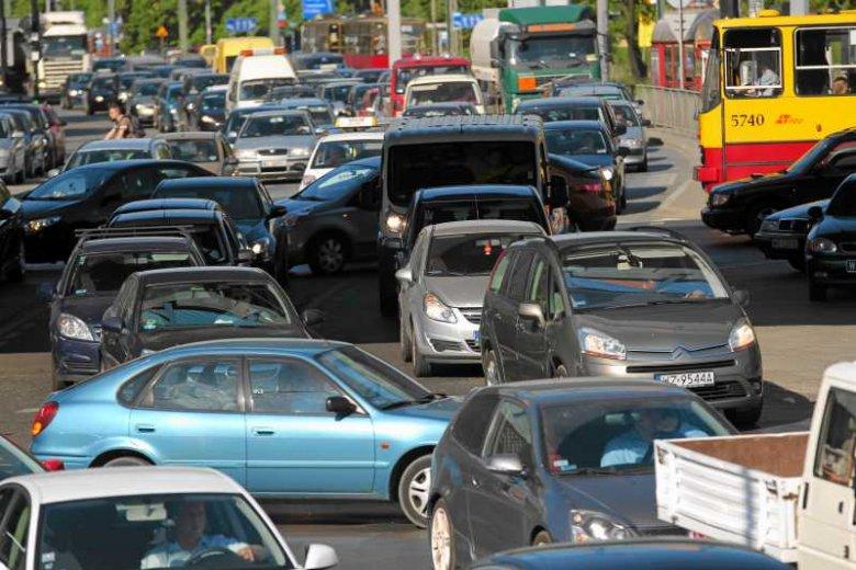 Europejski Dzień bez Samochodu to dla większości kierowców dzień, jak każdy inny. Spory ruch, korki, zatłoczone parkingi pod sklepami - tak Polacy obchodzą ten dzień