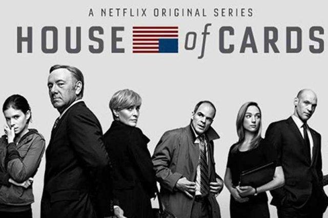 """Grupa Hatak udostępnia darmowe napisy do amerykańskiego serialu """"House of Cards"""". Niektórzy internauci atakują ich, że w dwa tygodnie po premierze nie ma gotowych napisów do wszystkich 13 odcinków."""