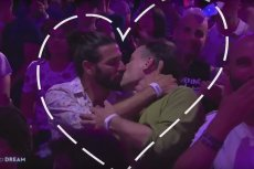 TVP wycięła występ transseksualnej wokalistki oraz pocałunek dwóch mężczyzn.