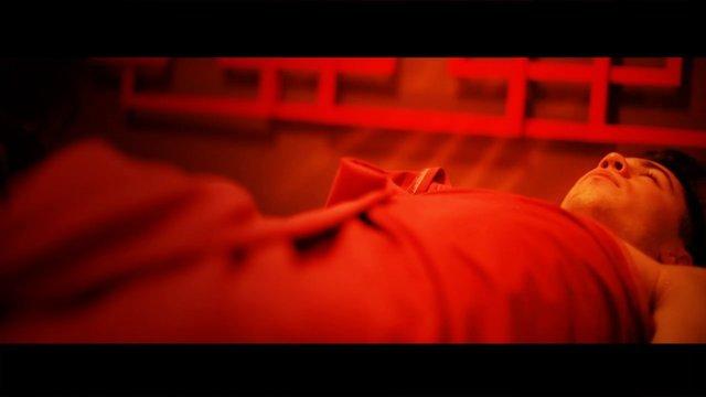 Osoby korzystające z ganbanyoku są ubrane w rodzaj lekkiego, bawełnianego kimona lub korzystają z własnego stroju sportowego. Taki sposób pozwala na komfortowe skorzystanie z ganbanyoku dla osób, dla których naturalna nagość w tradycyjnych saunach jest cz
