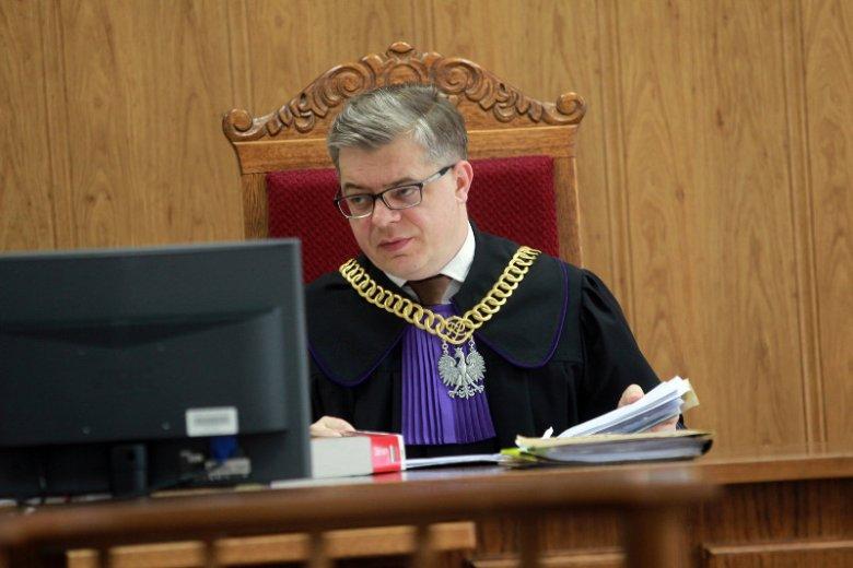 Sędzia Łukasz Biliński stał się nowym wrogiem obecnej władzy. Wszystko przez wyrok w sprawie miesięcznic smoleńskich.
