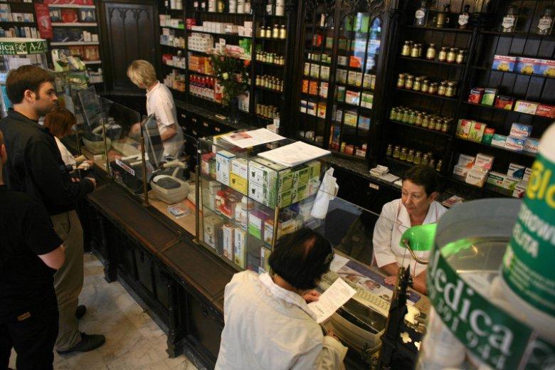 Samorząd aptekarski uważa, że leki powinny być sprzedawane tylko w aptekach.