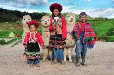 [url=http://shutr.bz/1ec9Pja] Tradycyjnie ubrane peruwiańskie dzieci pozują z alpakami [/url]