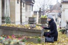 Zawodowi opiekunowie grobów nie tylko sprzątają mogiły, ale czasami zastępują rodziny zmarłych.
