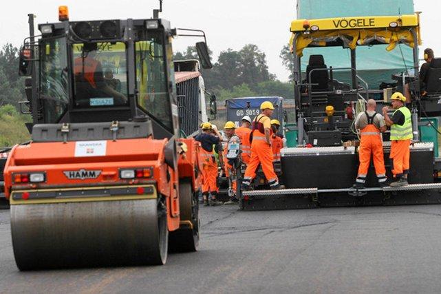 Zmniejszenie dofinansowania o prawie 30% oznacza mniej kilometrów nowych dróg – dokładnie o około 1800 km mniej.