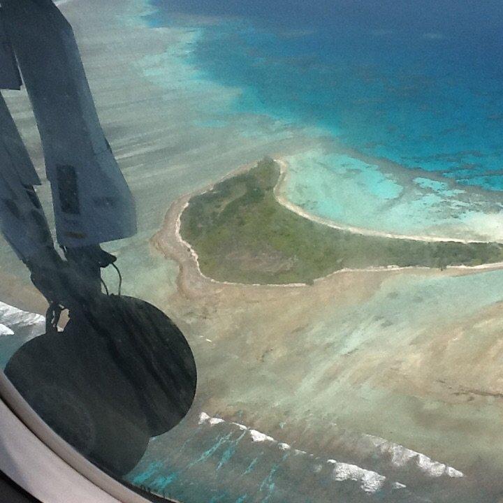 Lot nad atolami Malediwów to jedna z atrakcji tego miejsca. Republika Malediwów.