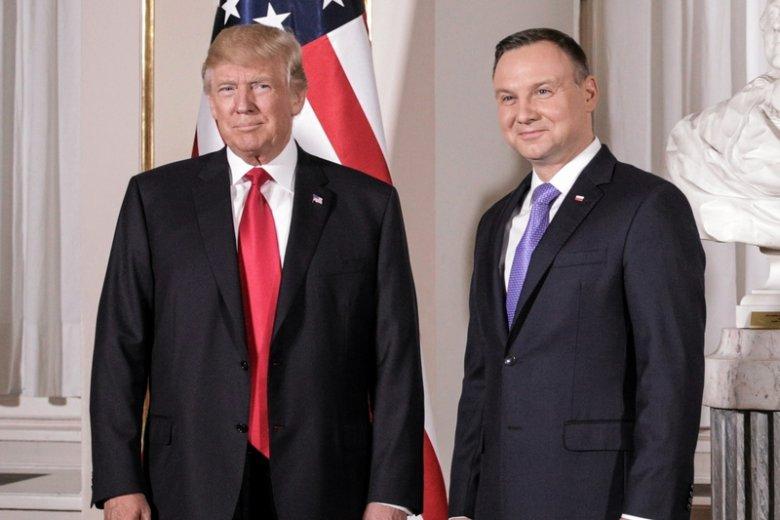 """Amerykańska Polonia zaśpiewała Trumpowi """"sto lat""""."""