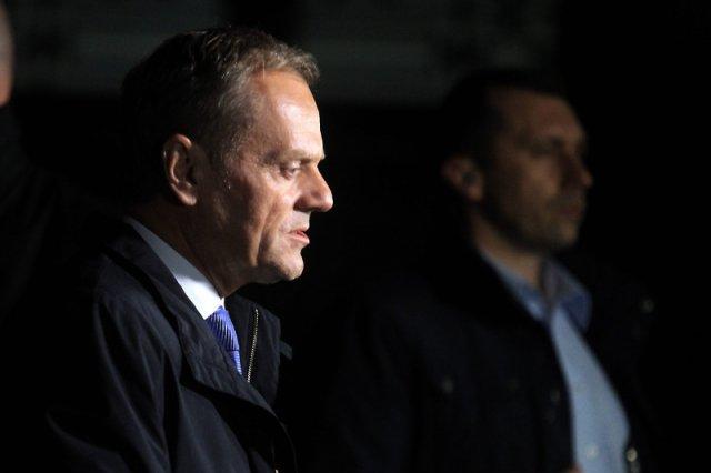 Kiedy Donald Tusk opuścił prokuraturę, było jużzupełnie ciemno.