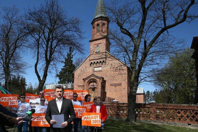 Sprawę domniemanej opłaty za usługi pogrzebowe oraz nowe miejsce na cmentarzu wykorzystał w swojej kampanii Janusz Palikot