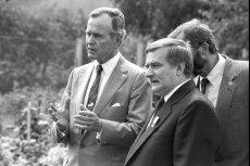 George Bush odwiedził Polskę m. in. 1989 roku. Na zdjęciu z Lechem Wałęsą