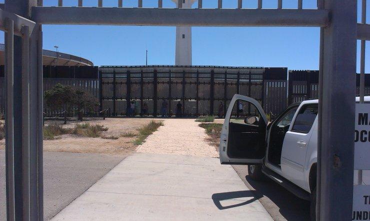 """Tak wygląda miejsce """"spotkań"""" przy granicy z Meksykiem."""