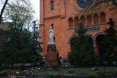 Prokuratura ujawniła szczegóły sekcji zwłok ofiary zbrodni w kościele św. Augustyna w Warszawie.