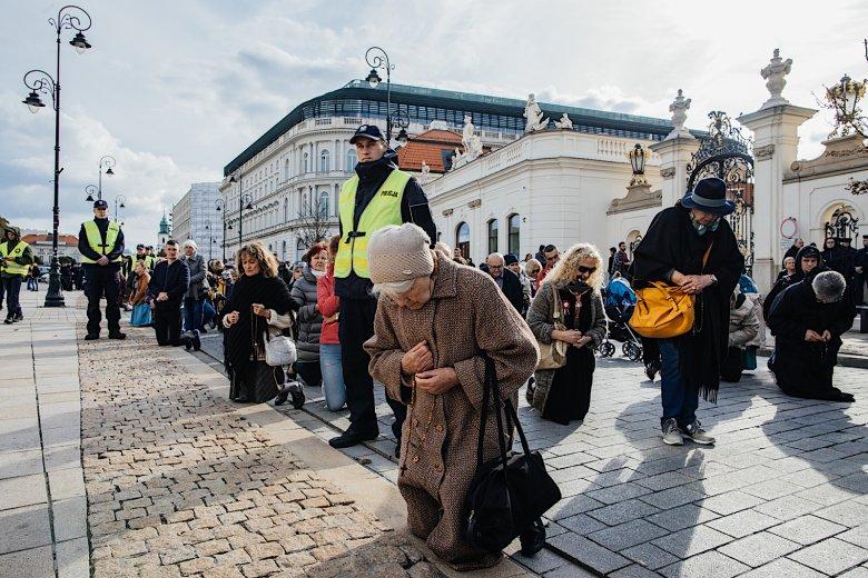 Modlitwa na Krakowskim Przedmieściu.