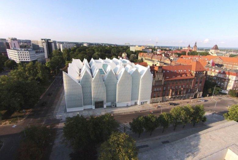 Filharmonia w Szczecinie. Budynek został nagrodzony elitarną nagrodą im. Miesa van der Rohe.