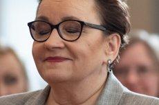 """Anna Zalewska jest europosłanką, a polskie szkoły muszą sobie radzić ze skutkami jej """"deformy edukacji""""."""