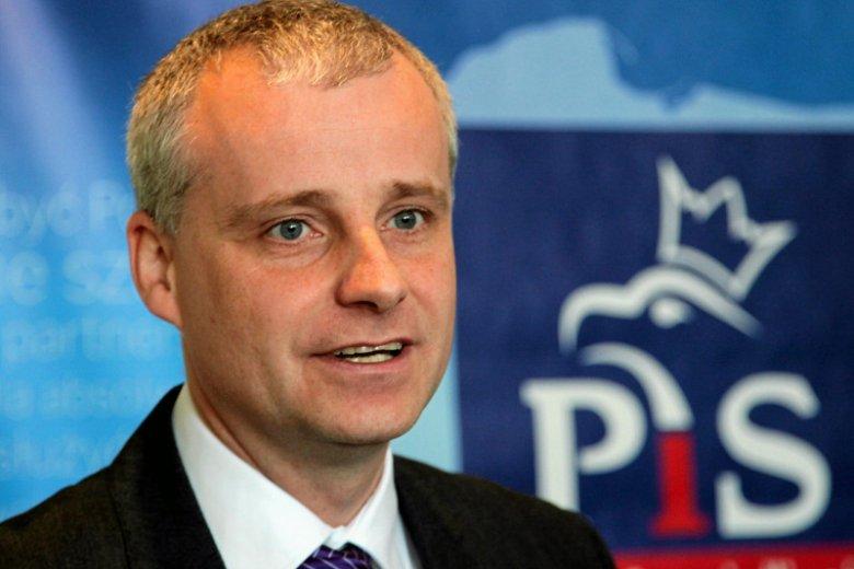 Poseł Piotr Babiarz odchodzi z PiS z powodu afery w PCK.