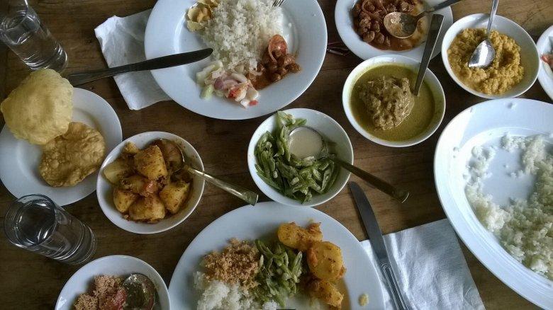 Lunch w Guest House Singharaja Forest Edge. Sri Lanka