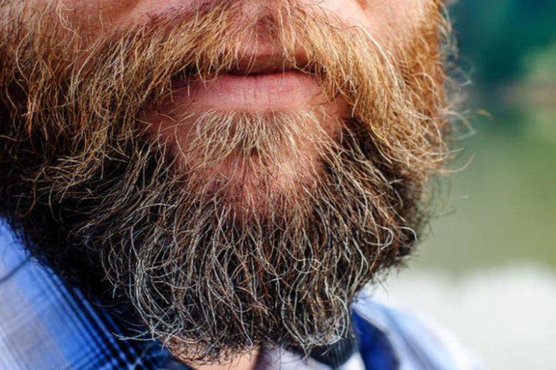 Ogolony facet budzi grzeszne myśli u... facetów. Turecki imam zaleca zapuścić brody.