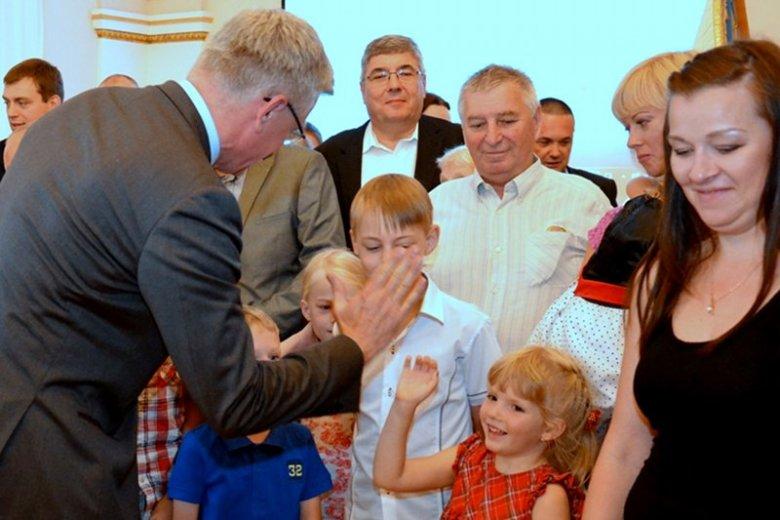 Poznań już przyjął rodziny z Mariupola. Teraz odpowiedział  na dramatyczny apel z Ługańska. Czy rząd pomoże miastu w ściągnięciu Polaków?