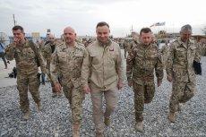 Internauci zastanawiają się, czy Mariusz Błaszczak rzeczywiście musiał na siebie założyć mundur i czy aby jest to zgodne z prawem?