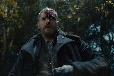 Tom Hardy w serialu Taboo jest i mroczny i odrażający. I taki powinien być ten serial.