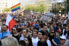 Tłumy Polaków manifestowały przeciwko przemocy i agresji w największych polskich miastach. Wyrazili poparcie dla uczestników Marszu Równości w Białymstoku.