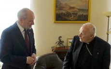 Antoni Macierewicz spotykał się z kardynałem Theodorem McCarrickiem, który został oskarżony o molestowanie.