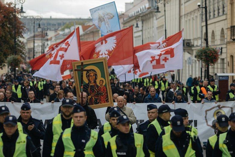 Marsz Różańcowy na Nowym Świecie.