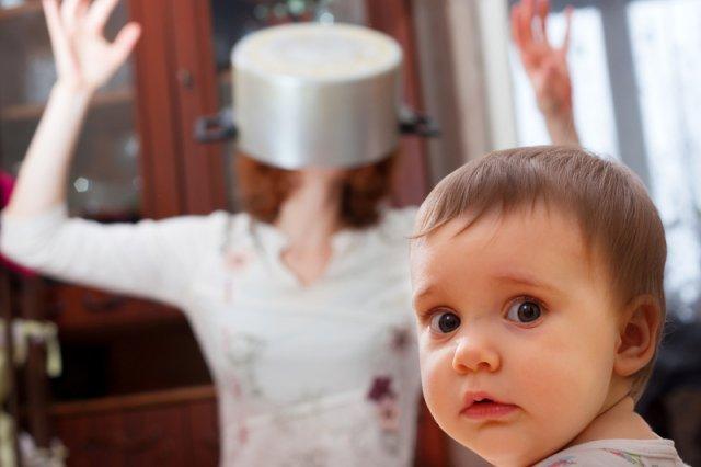 """[url=http://shutr.bz/1gUV2hA]""""Mikrob""""[/url] i """"bachor"""" zamiast """"kruszynki"""" i """"dzieciaczka"""". Młode matki bez lukru"""